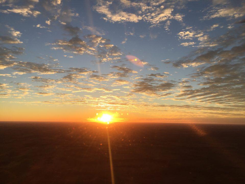 オーストラリア エアーズロック Ayers Rock Uluru Sun rise