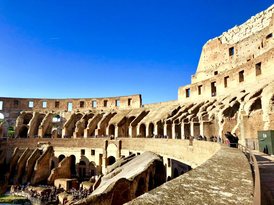 イタリア、ローマ、コロッセオ