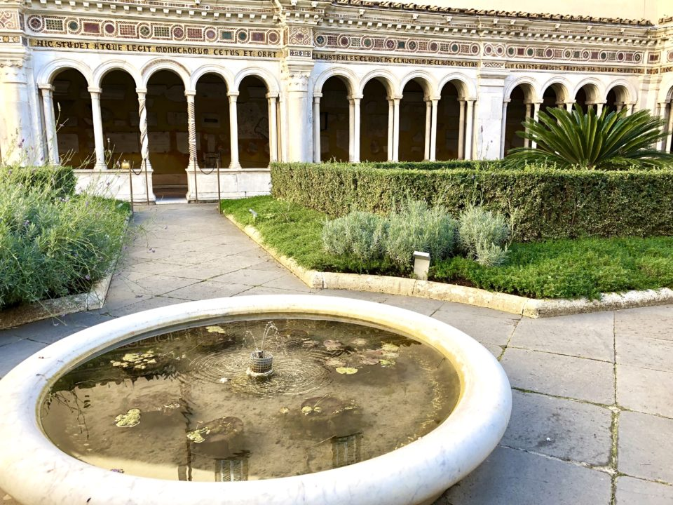 サン・パオロ・フォーリ・レ・ムーラ大聖堂 キオストロ中庭