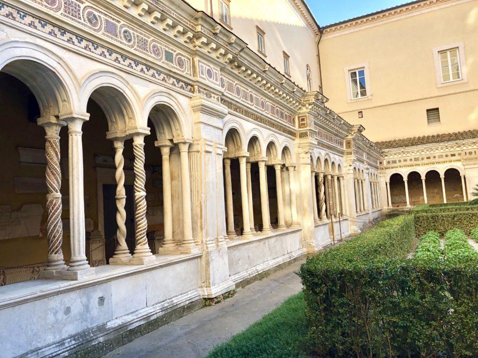 サン・パオロ・フォーリ・レ・ムーラ大聖堂 キオストロ