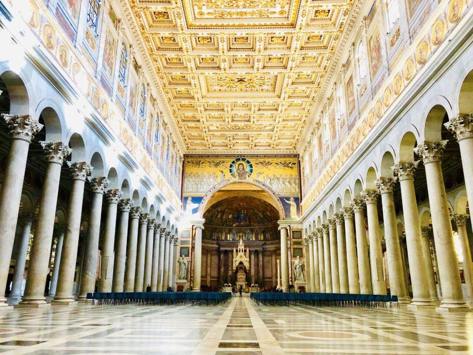 サン・パオロ・フォーリ・レ・ムーラ大聖堂内部