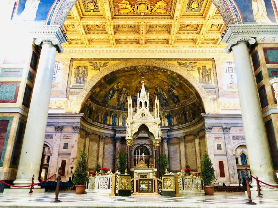 サン・パオロ・フォーリ・レ・ムーラ大聖堂 内部