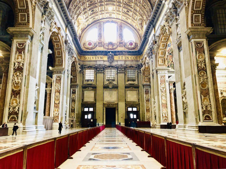 サンピエトロ大聖堂内部