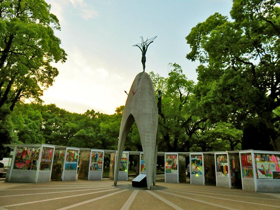 原爆ドーム 原爆の子の像