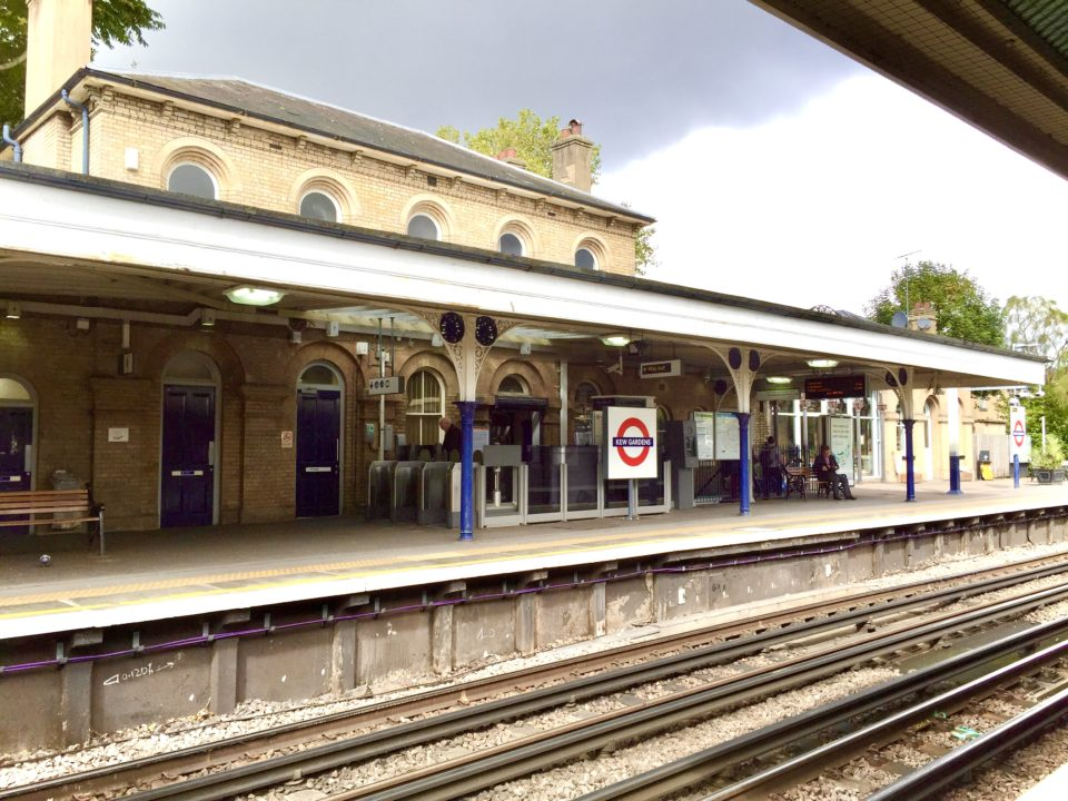 ロンドン Kew Gardens 駅